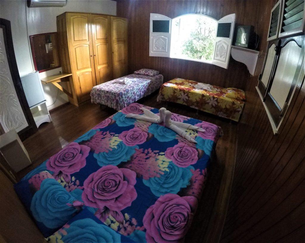 quarto espaçoso do hotel fazenda paraíso dangelo