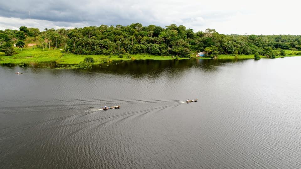passeio de barco no rio Miriti